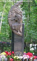 Памятник В. Цоя на Богословском кладбище