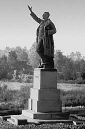 Памятник Володарскому В. у Володарского моста