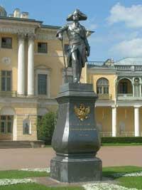 Памятник Павлу 1 в Павловске